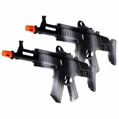 Groothandel 2x stuks kinder speelgoed verkleed wapens/machinegeweren soldaten/leger met geluid 50 cm kopen
