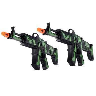 Groothandel 2x stuks kinder speelgoed verkleedwapens/machinegeweren soldaten/leger met geluid 50 cm kopen