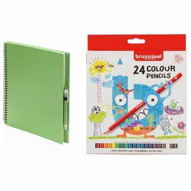 Groothandel groen schetsboek/tekenboek met 24 kleurpotloden speelgoed kopen