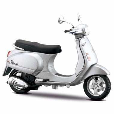 Groothandel speelgoed scooter vespa lx 2005 zilver schaalmodel 1:18/10 x 4 x 6 cm kopen