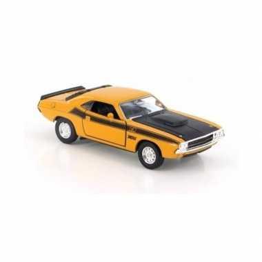 Groothandel speelgoedauto dodge challenger 1970 geel 1:34 kopen