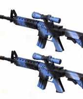 Groothandel 2x stuks kinder speelgoed verkleedwapens machinegeweren soldaten leger met geluid 39 cm 10290089