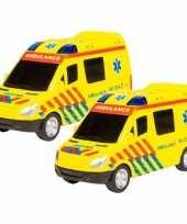 Groothandel 2x stuks speelgoed ambulance met licht en geluid