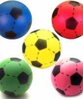 Groothandel speelgoed set van 5x stuks foam soft voetballen in 5x verschillende kleuren 20 cm